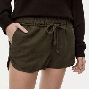 Aritzia community size medium army green shorts.